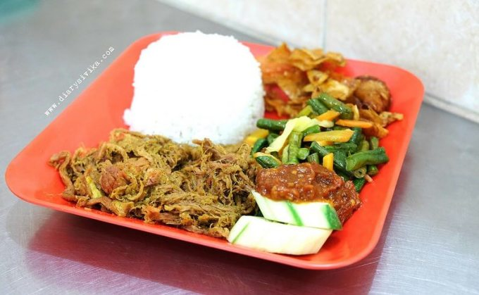 makanan enak nasi empal pengampon