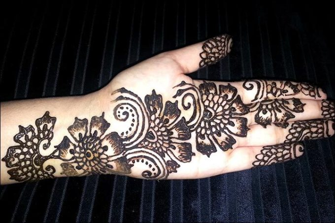 Gambar Henna Simple Di Tangan