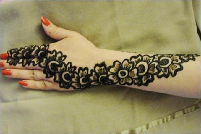 contoh henna simple