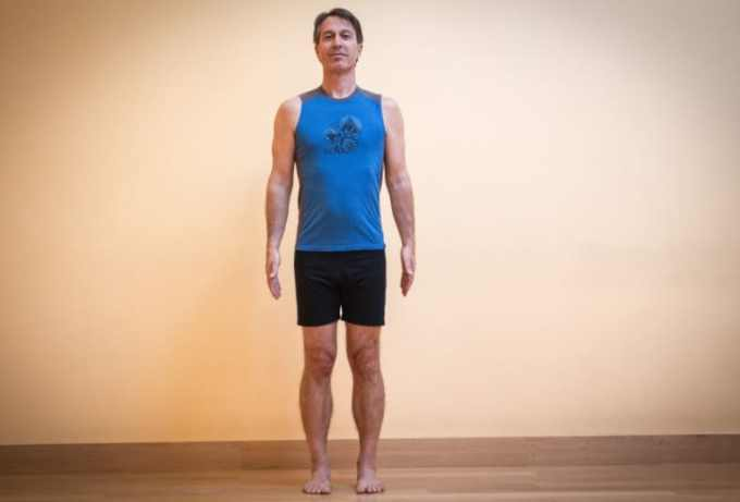 gerakan yoga standing mountain pose