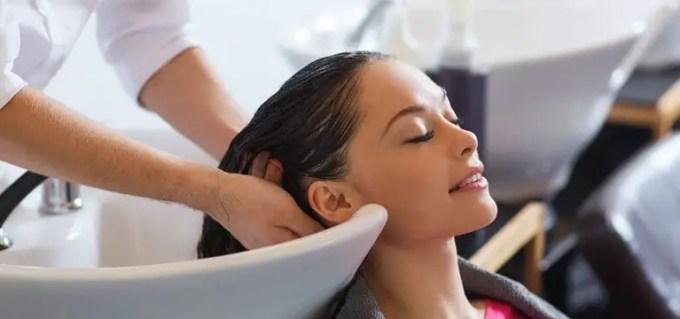 manfaat air kelapa untuk rambut