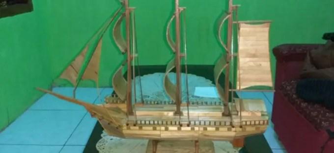 kerajinan miniatur perahu dari stik es krim