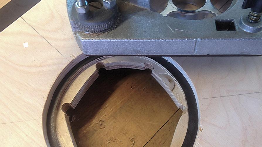 Grosse kreisrunde Öffnungen in Holz herstellen