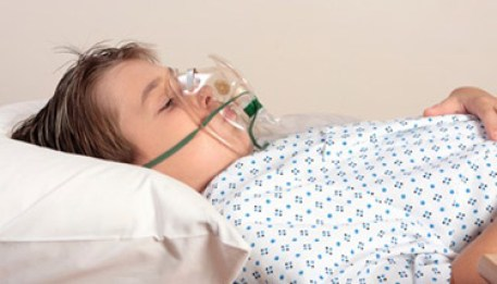 Little-boy-wearing-oxygen-mask-hospital-news.jpg