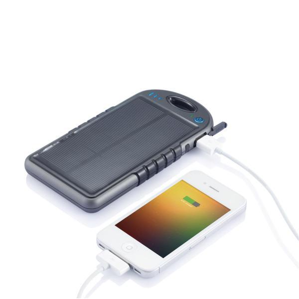 swiss peak solar powerbank outdoor relatiegeschenk met smartphone