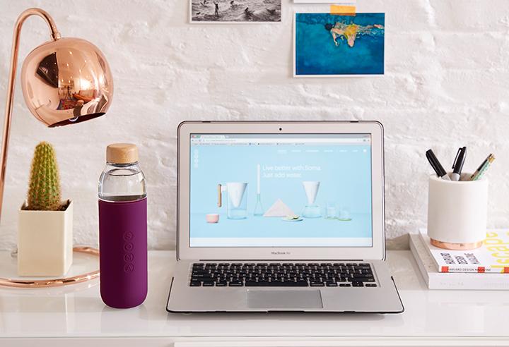 duurzame relatiegeschenk waterflessen soma bottle kantoor paars