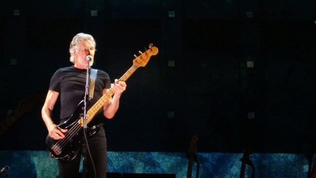 1242 Relax and Succeed - Roger Waters Us and Them 2