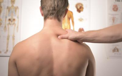 Mal au cou : Comment soulager les douleurs cervicales