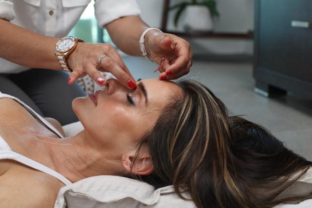 Maîtriser la réflexologie faciale est un atout