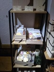 進物用箱入り菓子の写真