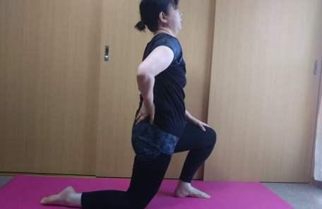 腰痛ストレッチ5の写真