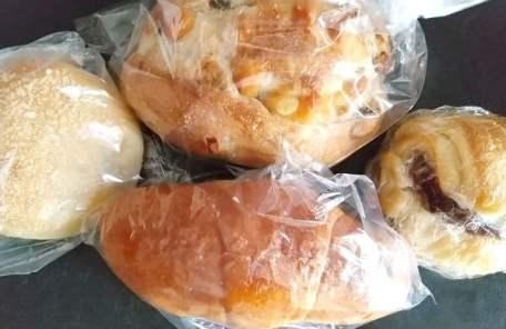 モンセルクルの買ったパンの写真