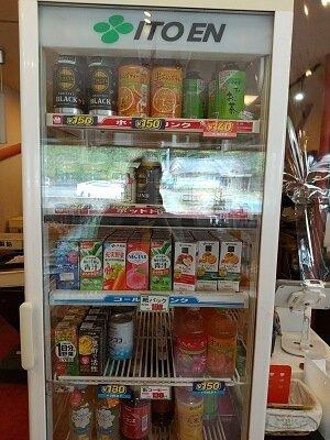 sumomo志布志の販売ドリンク冷蔵庫の写真