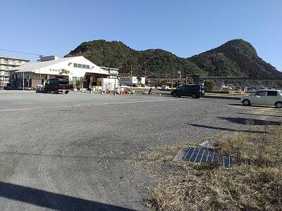 かき小屋 匠ちゃんの広い駐車場の写真