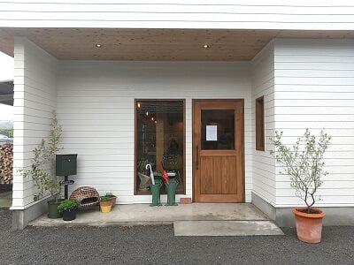 Salute食堂の左の入口の写真