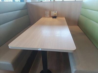 うなぎの駅のボックス席の写真