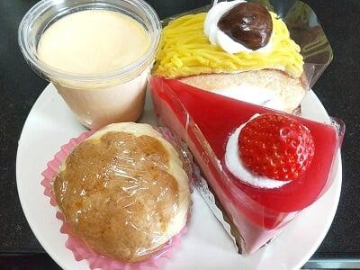 プリンス伊崎田の買ったお菓子の写真