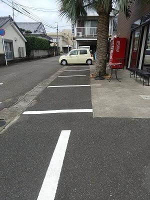 DONDONの横の駐車場の写真