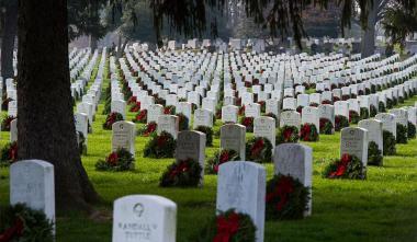 patriotic-christmas-arlington-national-cemetery