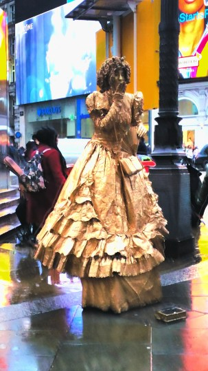 Piccadilly circus performers