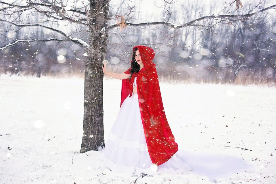 https://pixabay.com/en/woman-pretty-happy-girl-winter-589508/