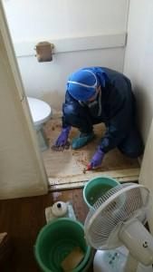 孤独死現場 トイレ清掃