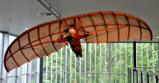 Abbas ibn Firnas flyr på Teknisk Museum. Foto. Ida-Therese Johannessen