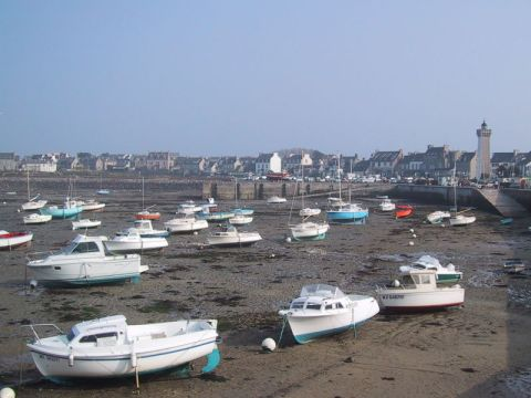 800px-Low_tide_in_Brittany