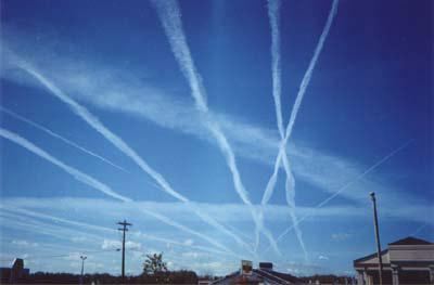 Chemtrails-teorien har overraskende liten støtte i den amerikanske befolkningen. Foto: Delemeje, Wikimedia Commons.