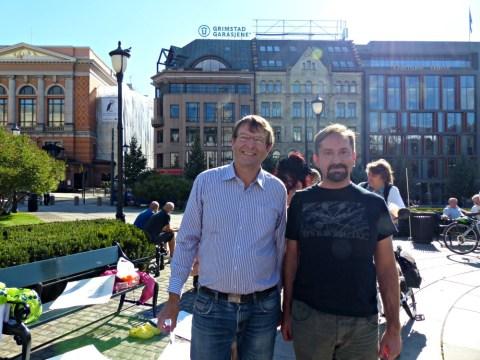 To typer skeptikere. Hans Gaarder (til venstre) er svært skeptisk til myndighetene. John Færseth (til høyre) er skeptisk til Gaarder og hans likesinnede.