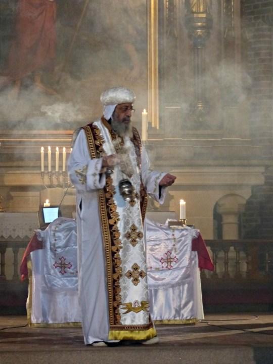 koptisk messe i Trefoldighetskirken. foto. hansolavarnesen. religioner.no (2)