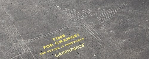 photos-greenpeace-unveils-climate-banner-next-to-nazca-lines-in-peru-1418228173