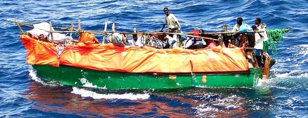 800px-Somali_refugee_boat (1)