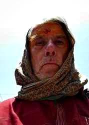 Varmen var tøff, derfor pakket jeg inn hodet hvis jeg måtte ut i solsteika.