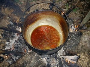 Ayahuascateen tilberedes. Kilde: Wikimedia Commons.