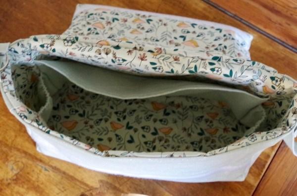 Intérieur du sac à langer vide