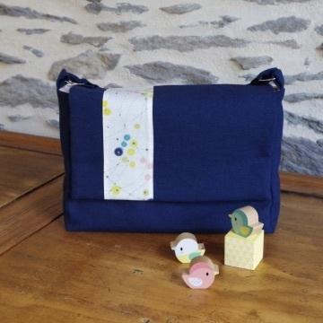 Mini-sac à langer sur un bureau