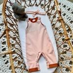 Combinaison pour Bébé dans un berceau