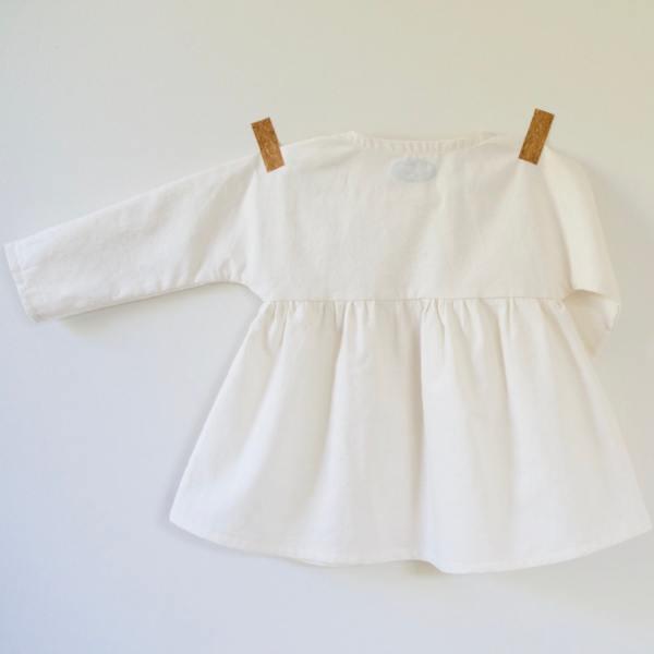 Dos d'une blouse pour bébé fille en coton bio