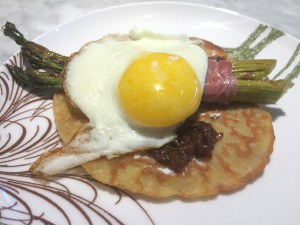 GF crepe with tomato jam, roasted asparagus and prosciutto