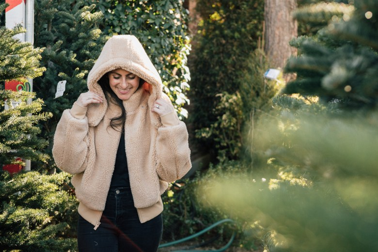 LA blogger, RELish By Arielle, wears a Foxy Faux Fur Jacket by Alo Yoga