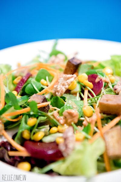 Vegan for Fit: Salat mit rote Bete, Nüssen und Tomatendressing | relleoMein