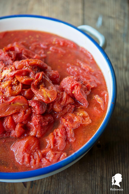 Tomatensoße selber einkochen - Tomatensoße aus dem Backofen - Tomatensoße aus frischen Tomaten - Rezept für Tomatensoße | relleomein.de #einkochen #tomatensoße #foodblogger