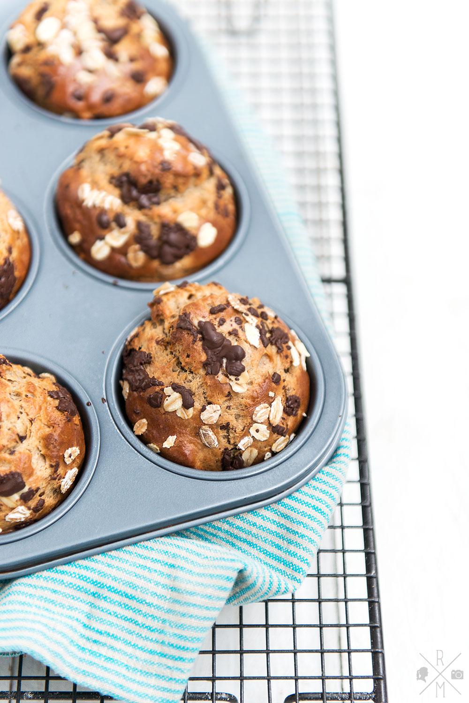 Frühstücksmuffins mit Banane und Erdnussbutter ohne Zucker   relleomein.de #thermomix #breakfastmuffins #rezept