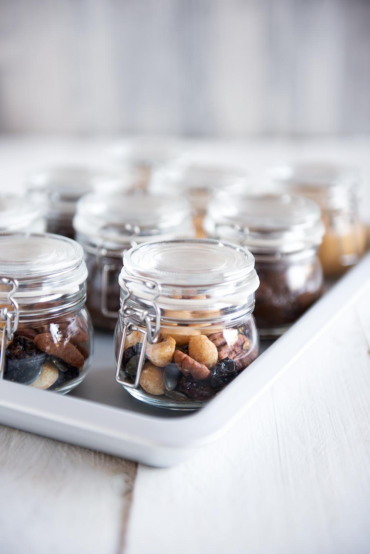 3 Gesunde Snacks - Hummus, Studentenfutter und Avocado Schoko Pudding - vegan, süß und herzhaft | relleomein.de