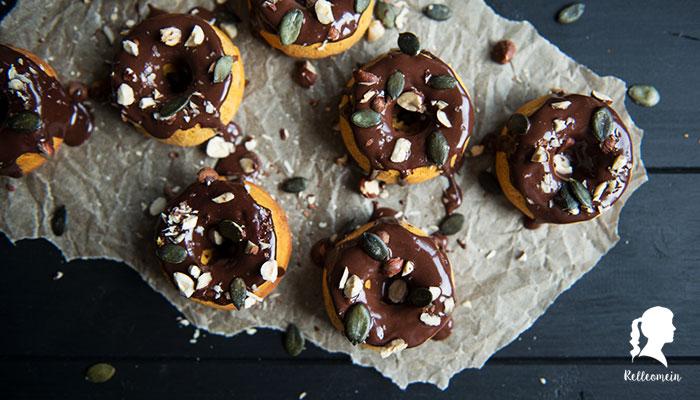 Kürbis Mini Donuts mit Schokoladenganache aus dem Backofen - Thermomix® Rezept   relleomein.de