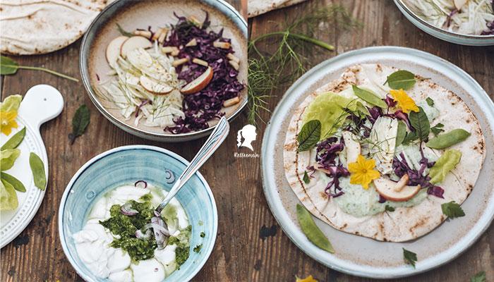 Leichtes Mittagessen für den Sommer - Vegetarischer Wrap mit Tsatsiki und Salat | relleomein.de #vegan #vegetarisch #foodblogger