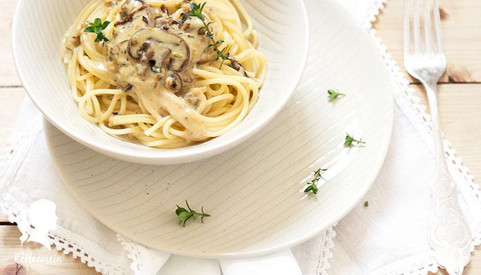 Spaghetti mit Pilzsauce und Thymian - vegetarisches Rezept - schnelles Abendessen | relleomein.de