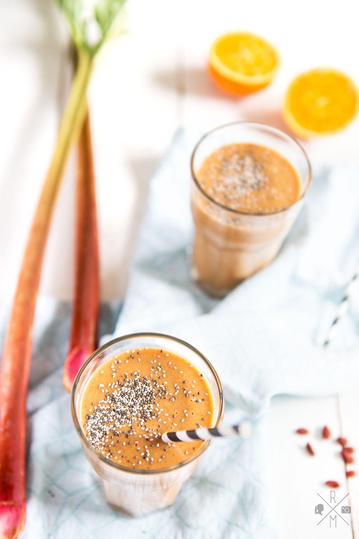 Rhabarber Smoothie mit rohem Rhabarber und Orangensaft | relleomein.de #smoothie #thermomix #rezept #vegan