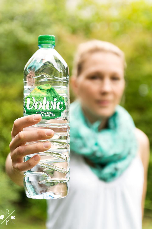 Volvic Bloggerparade - Rezept für ein Zitronen-Gurken-Melissen-Wasser | relleomein.de #volvic #rezept #wasser